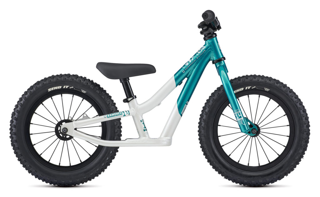 Commencal Ramones Push Bike 2021 Frontansicht in der Farbe Lagoon